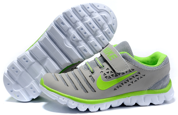 Nike Free Fly Kids Shoes