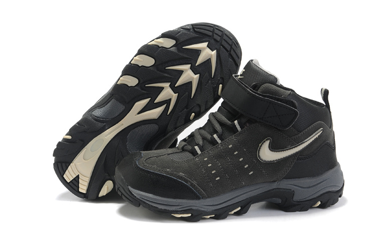 Nike Outdoor High Top Shoes
